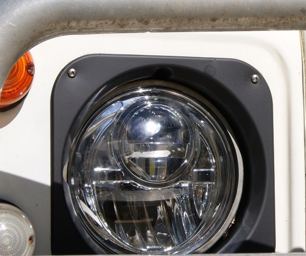 """4x4 Outdoor Tuning :: Bi-LED Headlights 7"""" With Stainless"""
