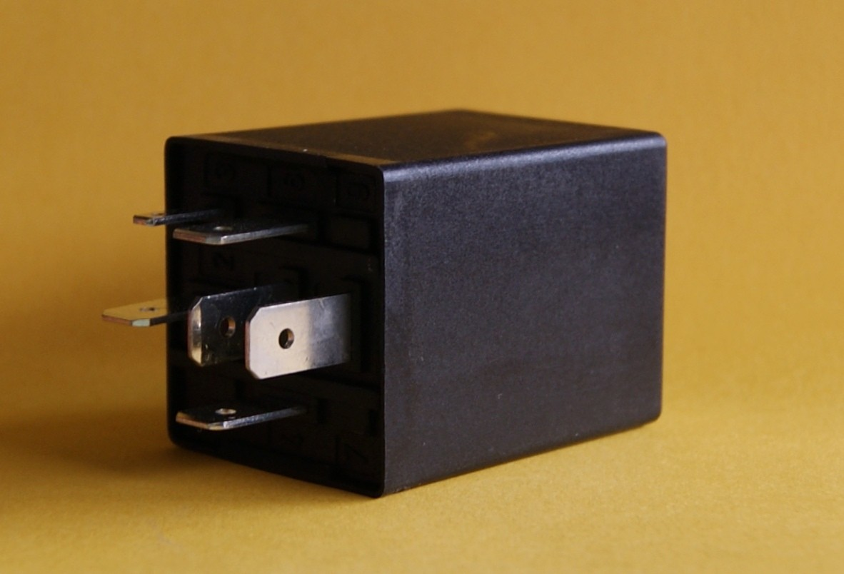 Wiper relay comfort - with programmable wipe interval - Land Rover Defender Td5, Td4 to MY 2011