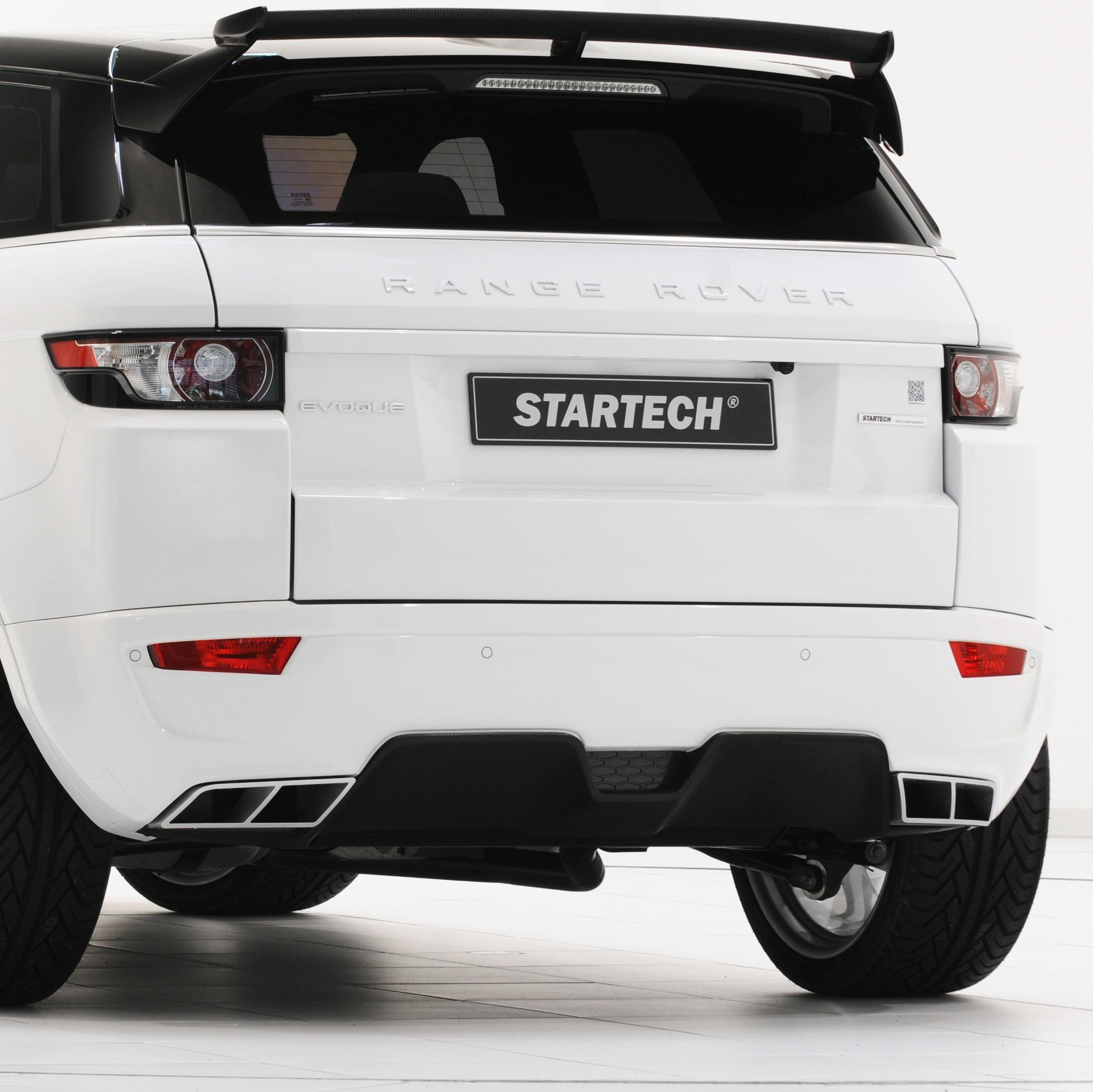 Rear bumper, for SD4 and Si4, PUR R-RIM, with integrated exhaust tips and diffusor, for all Evoque models, exhaust tips with function