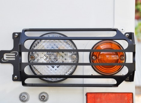Rear indicator, rear light / rear fog light protection for Defender, black powder coated.