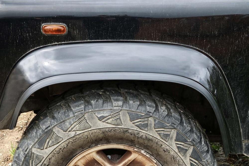 TREKFINDER wheel arch flare extension for Land Rover Defender 20mm x 1500mm