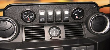 Instrument / switch console for Defender Td4 between dashboard vents