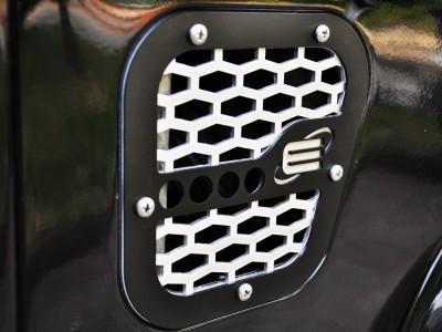 Side grille / grid cover for Defender 110/90, TD4 / TD5 / Tdi, black and silver or black